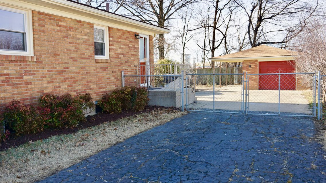 Additional photo for property listing at 7620 Buena Vista Court 7620 Buena Vista Court Louisville, Kentucky 40219 United States