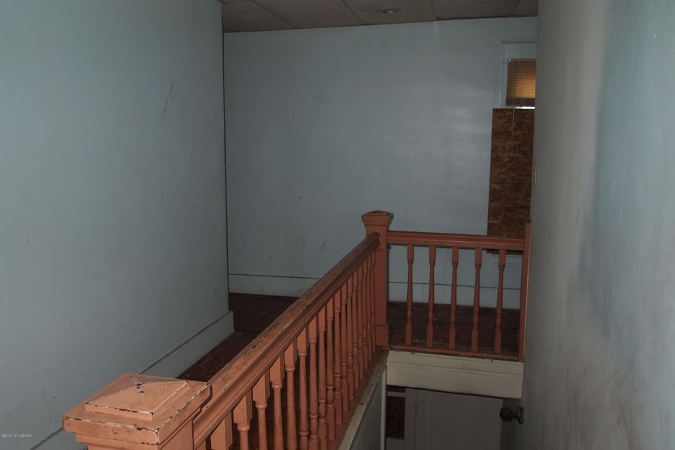 Additional photo for property listing at 3339 Taylor 3339 Taylor Louisville, Kentucky 40215 United States