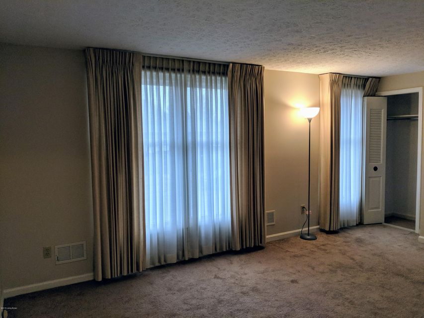 Additional photo for property listing at 12520 Brothers Avenue 12520 Brothers Avenue Louisville, Kentucky 40243 United States