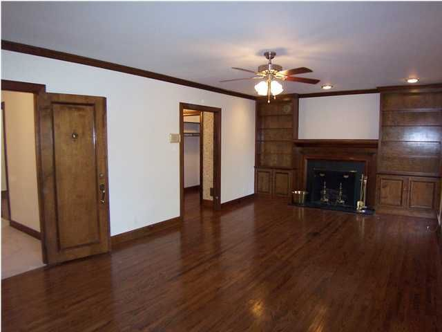 Additional photo for property listing at 7246 Heatherly Square 7246 Heatherly Square Louisville, Kentucky 40242 United States