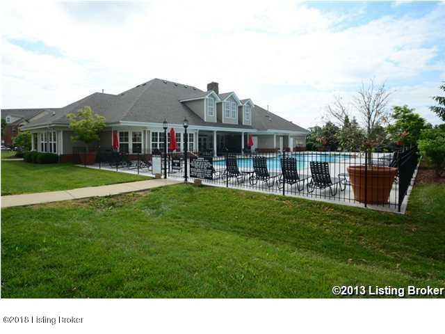 Additional photo for property listing at 9402 Clubview Drive 9402 Clubview Drive Louisville, Kentucky 40291 United States