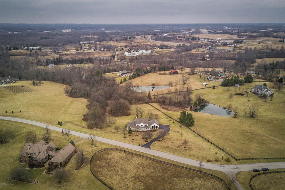 Additional photo for property listing at 1004 Wooded Lake Drive 1004 Wooded Lake Drive Simpsonville, Kentucky 40067 United States