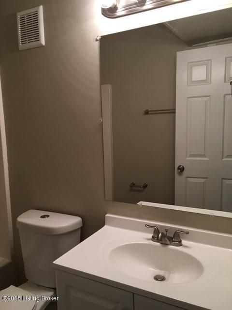Additional photo for property listing at 9804 Williamsborough Lane 9804 Williamsborough Lane Louisville, Kentucky 40291 United States