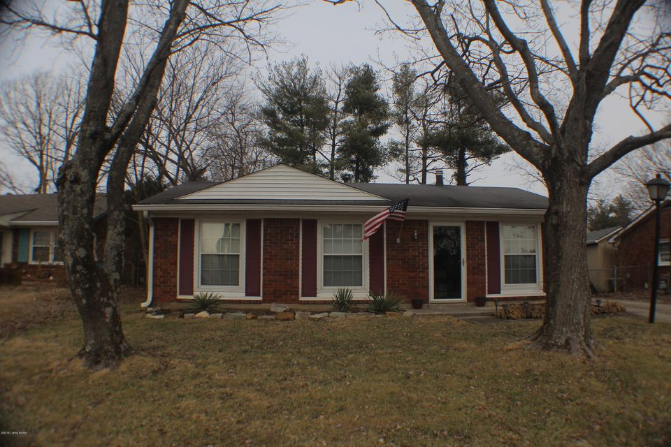 Single Family Home for Sale at 9609 Elm Lake Drive 9609 Elm Lake Drive Louisville, Kentucky 40291 United States