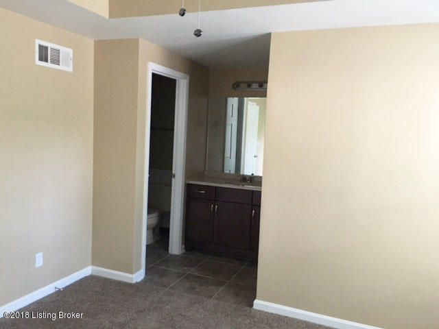 Additional photo for property listing at 10405 Bay Pointe Circlecle Circle 10405 Bay Pointe Circlecle Circle Louisville, Kentucky 40241 United States