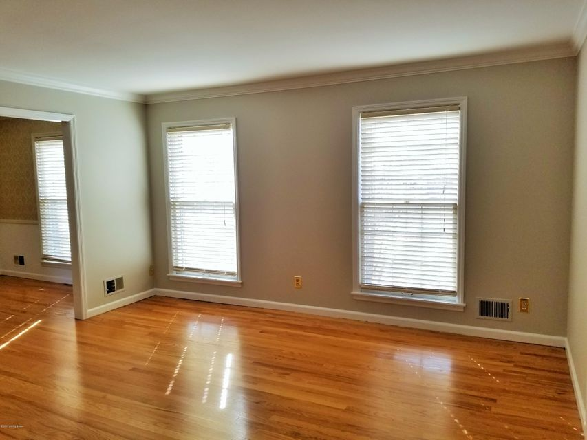 Additional photo for property listing at 8203 Camberley Drive 8203 Camberley Drive Louisville, Kentucky 40222 United States