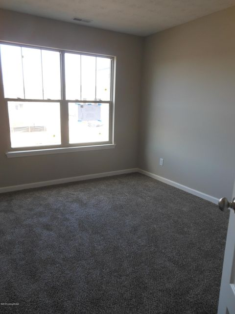 Additional photo for property listing at 9425 Mossy Creek Way 9425 Mossy Creek Way Louisville, Kentucky 40229 United States