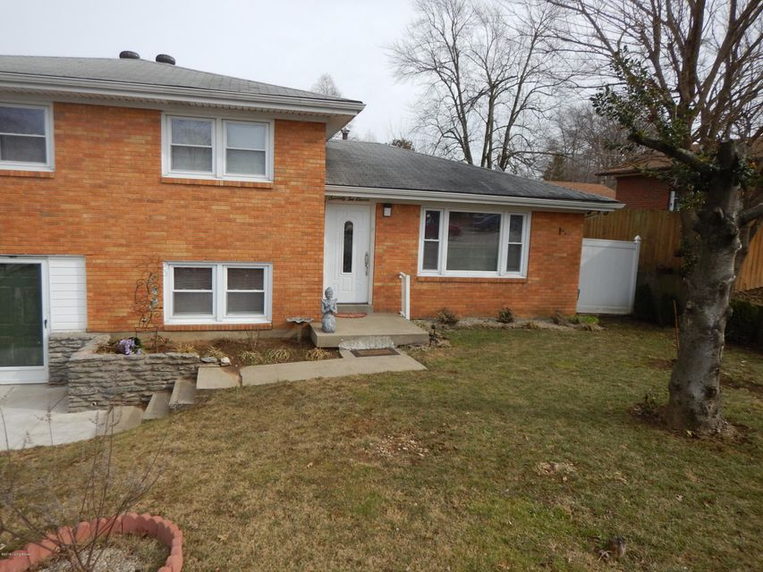Single Family Home for Sale at 7211 Shepherdsville Road 7211 Shepherdsville Road Louisville, Kentucky 40219 United States