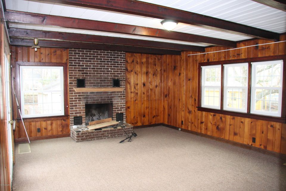 Additional photo for property listing at 3304 Nanz Avenue 3304 Nanz Avenue Louisville, Kentucky 40207 United States