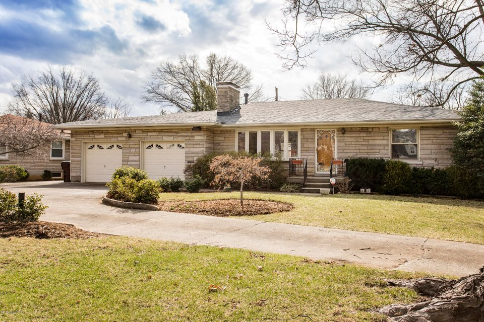 Single Family Home for Sale at 600 Breckenridge Lane 600 Breckenridge Lane Louisville, Kentucky 40207 United States