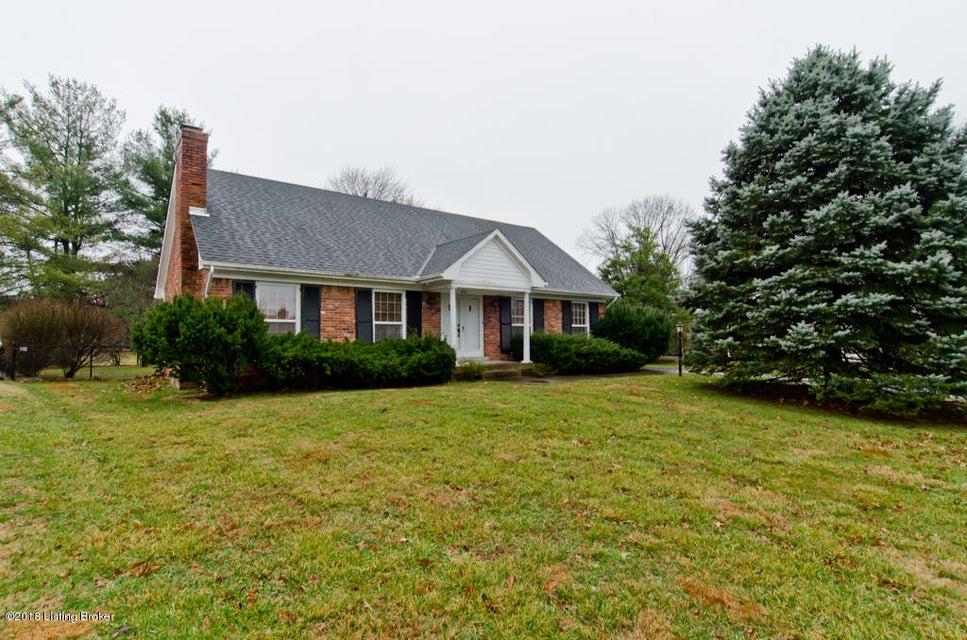 Single Family Home for Sale at 8518 Cheltenham Circle 8518 Cheltenham Circle Louisville, Kentucky 40222 United States