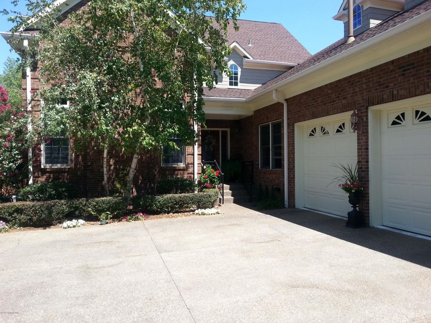 Single Family Home for Sale at 2722 Alia Circle 2722 Alia Circle Louisville, Kentucky 40222 United States