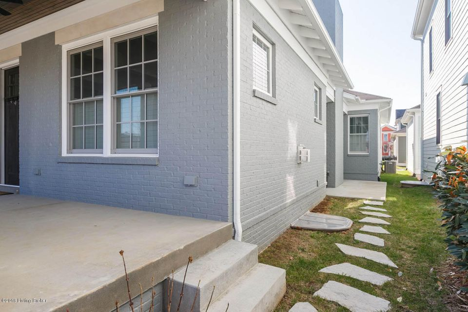 Additional photo for property listing at 8817 Featherbell Blvd 8817 Featherbell Blvd Louisville, Kentucky 40059 United States
