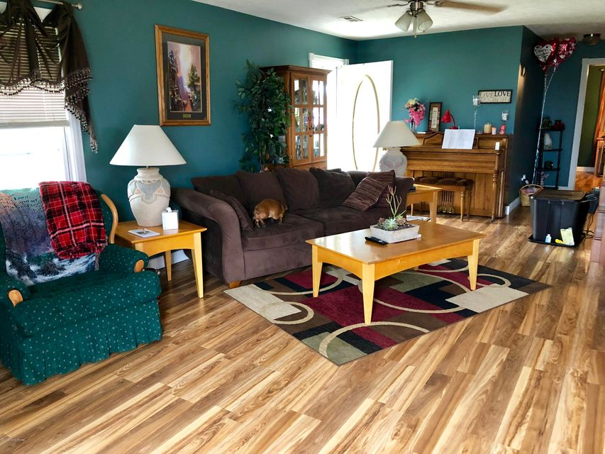 Additional photo for property listing at 315 Center Street 315 Center Street Caneyville, Kentucky 42721 United States