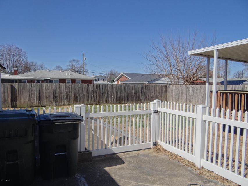 Additional photo for property listing at 8706 Cotswold Drive 8706 Cotswold Drive Louisville, Kentucky 40258 United States