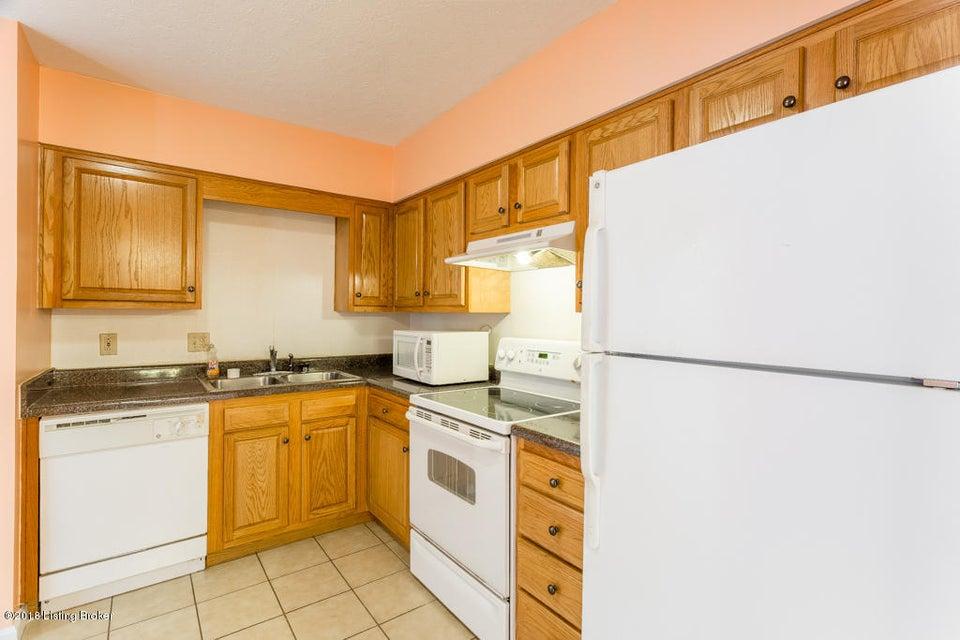 Additional photo for property listing at 1101 La Fontenay Court 1101 La Fontenay Court Louisville, Kentucky 40223 United States