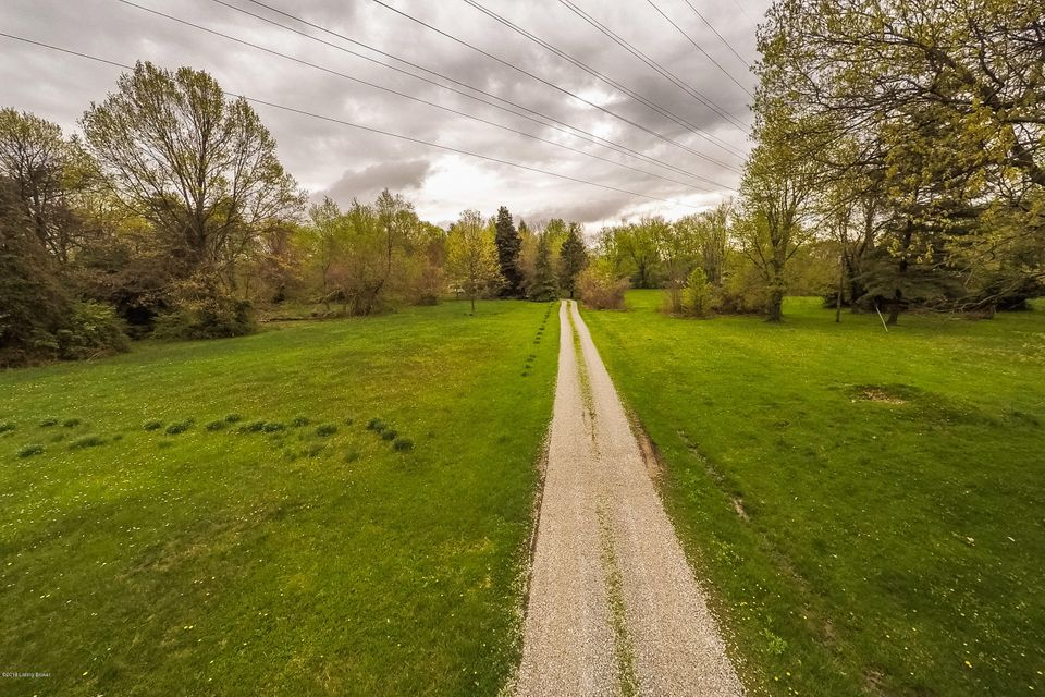 Additional photo for property listing at 907 Ormsby 907 Ormsby Lyndon, Kentucky 40242 United States
