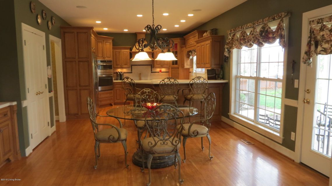 Additional photo for property listing at 13801 High Trail Court 13801 High Trail Court Louisville, Kentucky 40299 United States