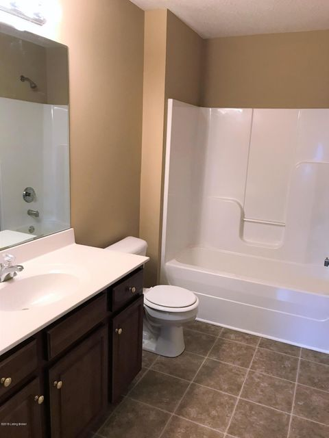 Additional photo for property listing at 5915 Woodcreek Crossing Way 5915 Woodcreek Crossing Way Crestwood, Kentucky 40014 United States