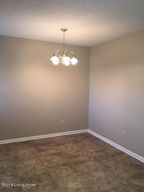 Additional photo for property listing at 7804 Texlyn Court 7804 Texlyn Court Louisville, Kentucky 40258 United States