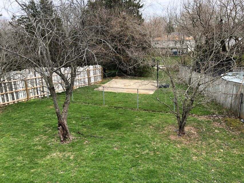 Additional photo for property listing at 9320 Placeumwood Place 9320 Placeumwood Place Crestwood, Kentucky 40014 United States