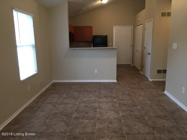 Additional photo for property listing at 6539 Hunters Chase Lane 6539 Hunters Chase Lane Louisville, Kentucky 40258 United States