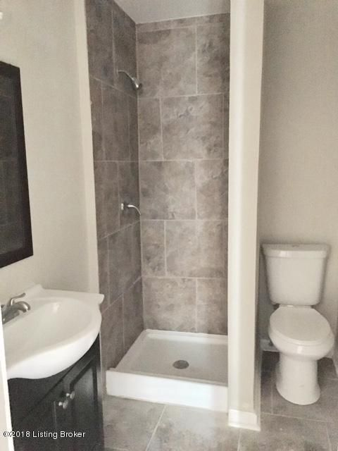 Additional photo for property listing at 2800 Summerfield Drive 2800 Summerfield Drive Louisville, Kentucky 40220 United States