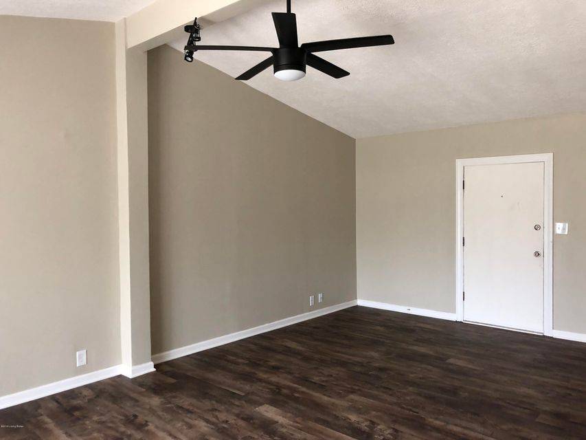 Additional photo for property listing at 9905 Ponder Lane 9905 Ponder Lane Louisville, Kentucky 40272 United States