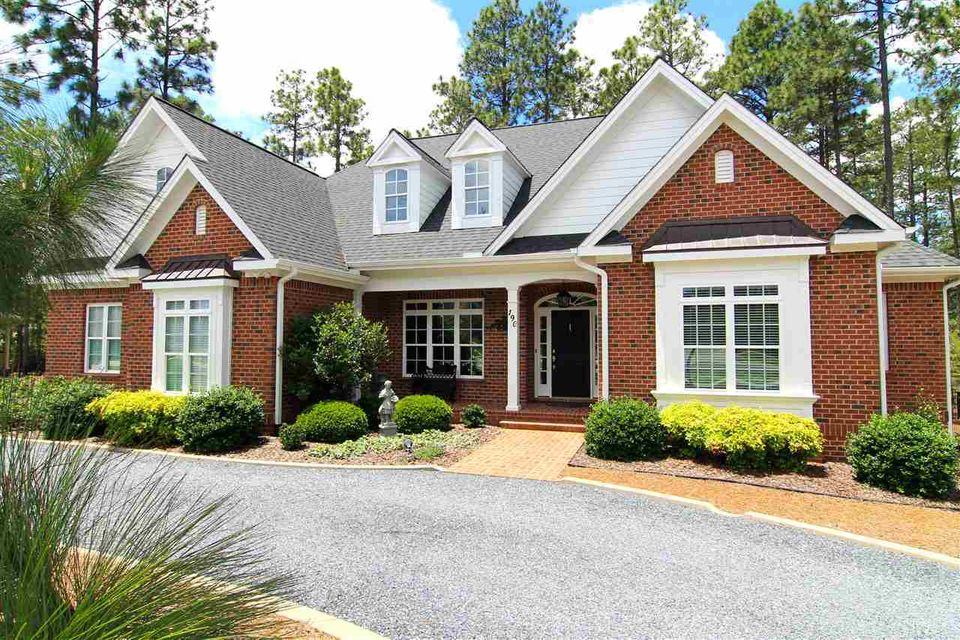 Photo of home for sale at 190 Wiregrass, Southern Pines NC