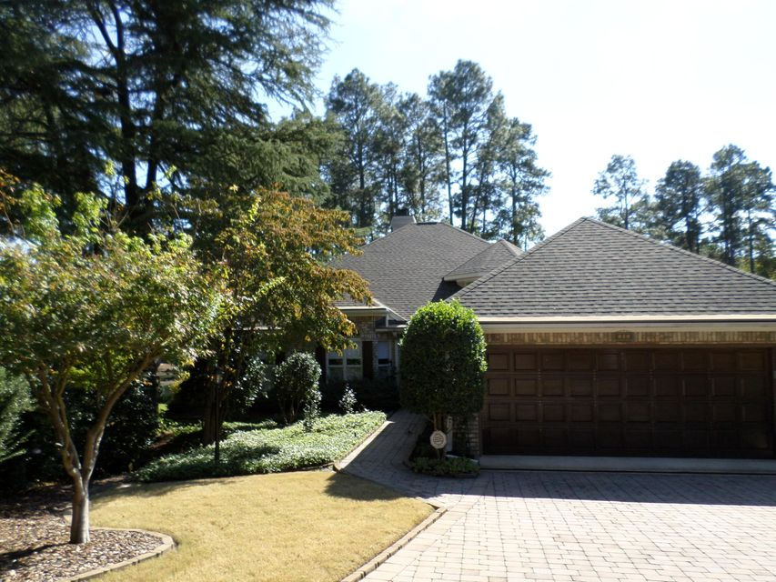 102 Preakness Ct, Southern Pines, NC 28387