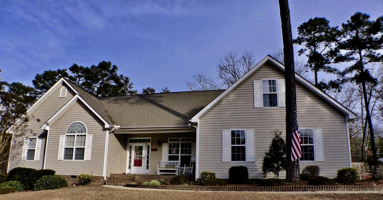 255 W Hedgelawn Way, Southern Pines, NC 28387