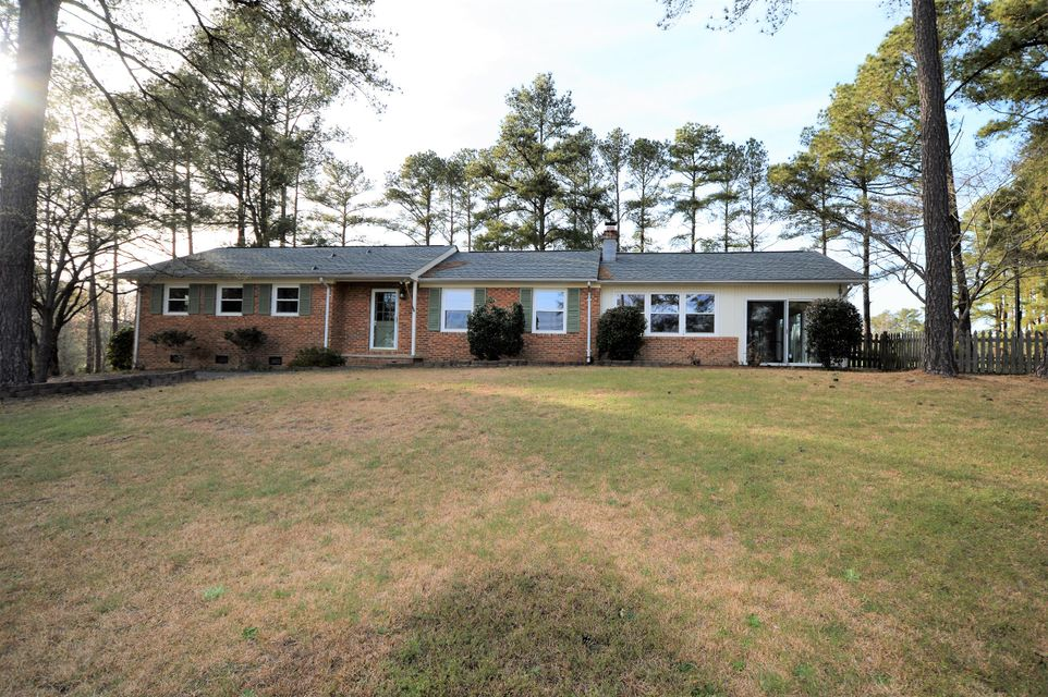222 Lakeview Drive, Whispering Pines, NC 28327