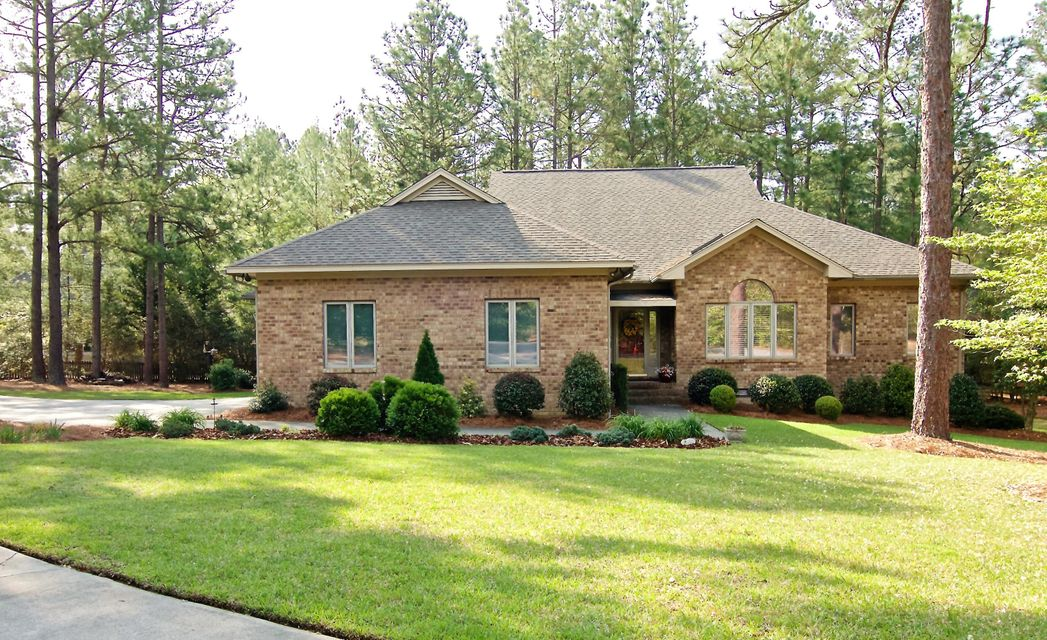Photo of home for sale at 20 Idlewild, Pinehurst NC