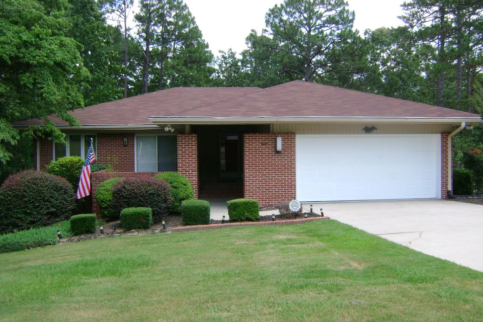 385 E Hedgelawn Way, Southern Pines, NC 28387