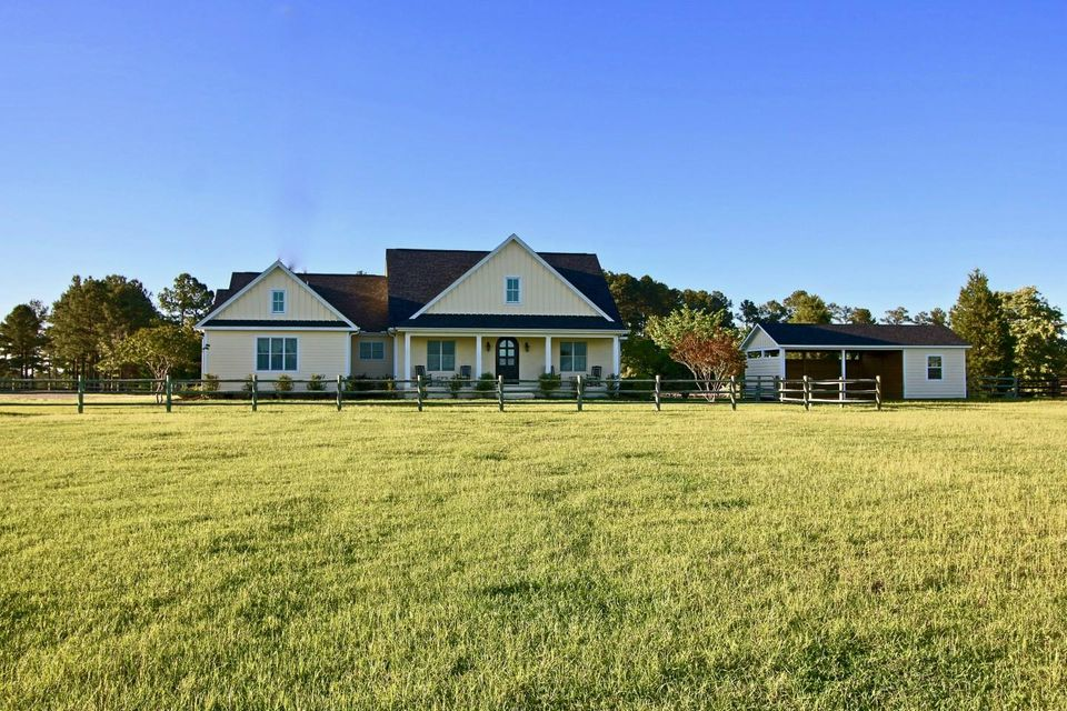 401 Youngs Road, Vass, NC 28394