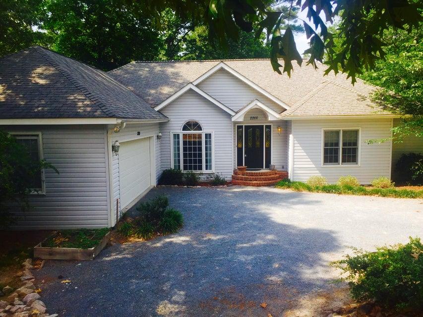 2200 W Longleaf Drive, Pinehurst, NC 28374