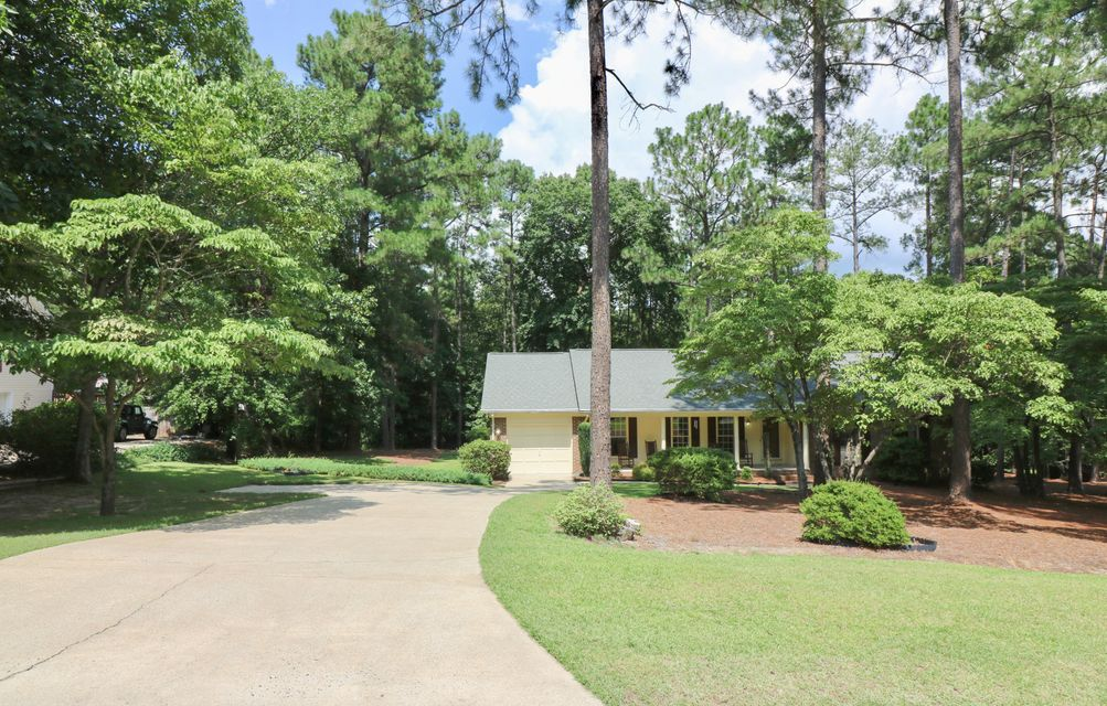 435 E Hedgelawn Way, Southern Pines, NC 28387