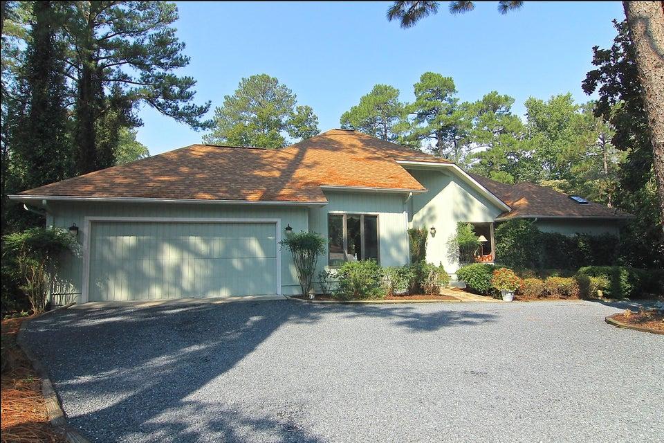Photo of home for sale at 12 Quail Lake E, Pinehurst NC