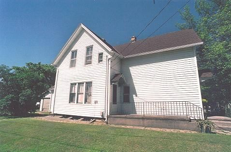 Photo of home for sale at 1901 Madison St, Manitowoc WI