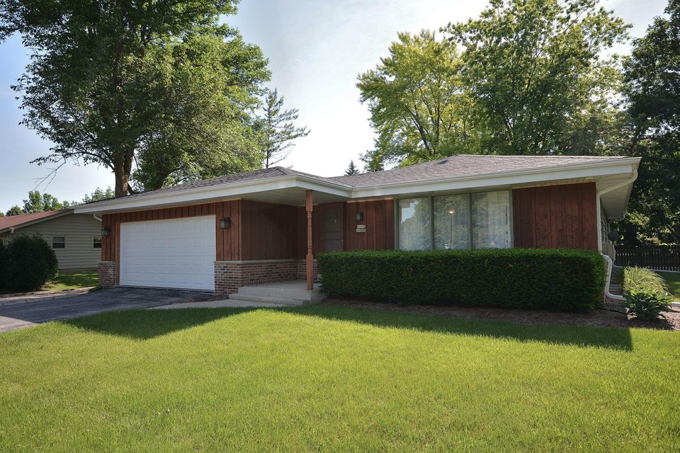Single Family for Sale at W157n9822 Glenwood Rd Germantown, Wisconsin 53022 United States