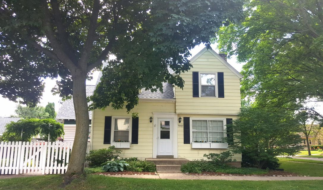 Single Family for Sale at 7025 W Clarke St Milwaukee, Wisconsin 53213 United States