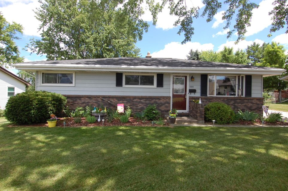 Single Family for Sale at 666 Harker St Hartford, Wisconsin 53027 United States