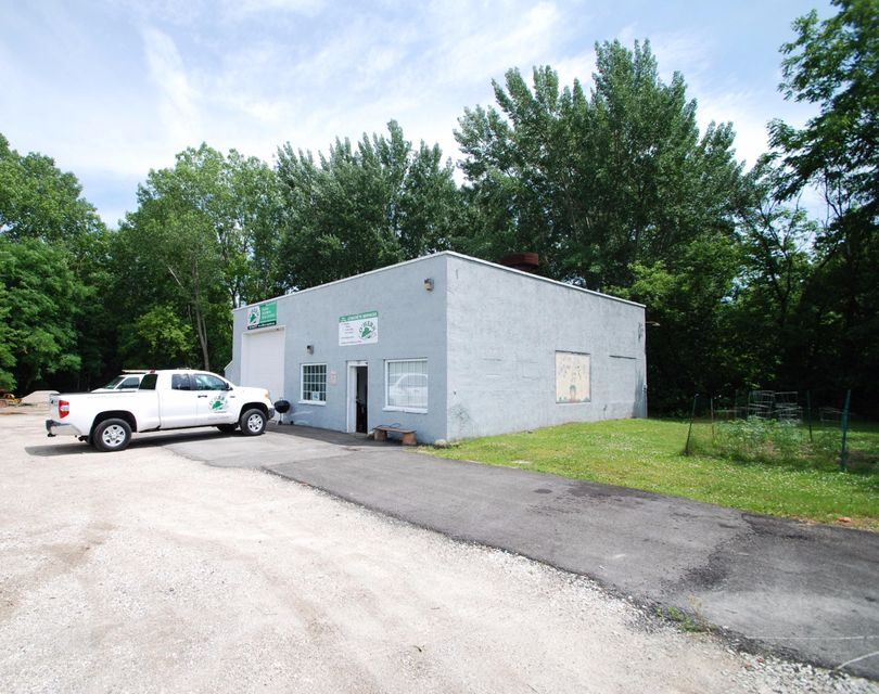 Commercial for Sale at 28 W Main St Delafield, Wisconsin 53018 United States