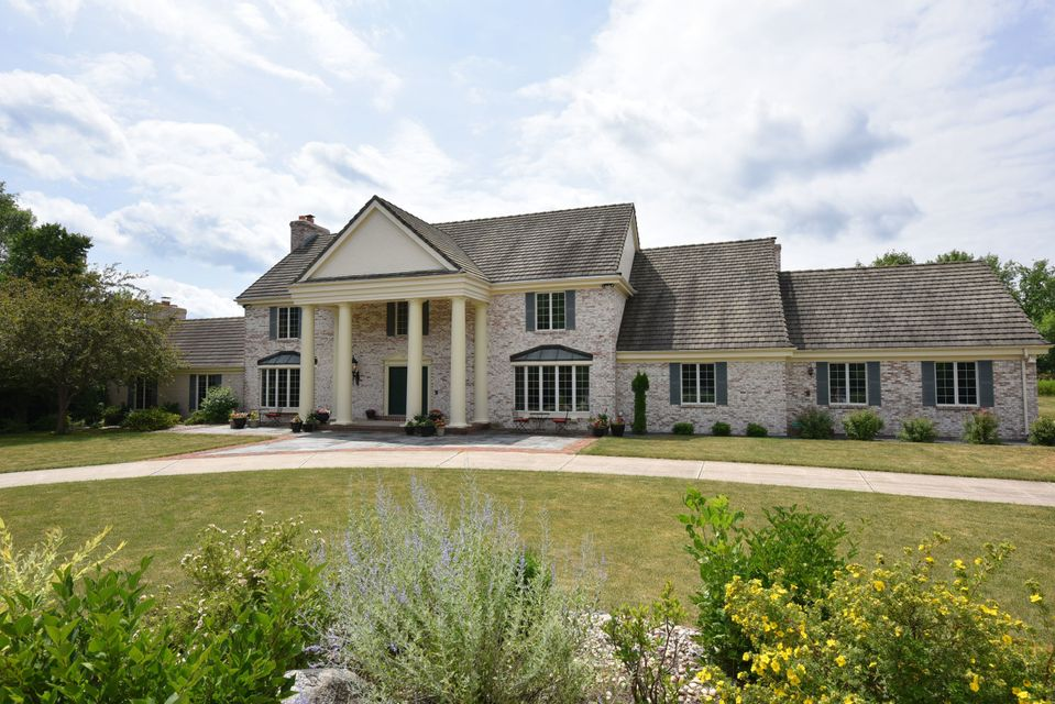 Single Family Home for Sale at 8975 N Green Brook Road 8975 N Green Brook Road River Hills, Wisconsin 53217 United States