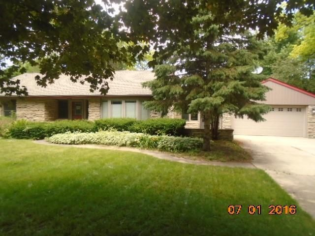 Single Family for Sale at 15560 Oak Ln Brookfield, Wisconsin 53005 United States
