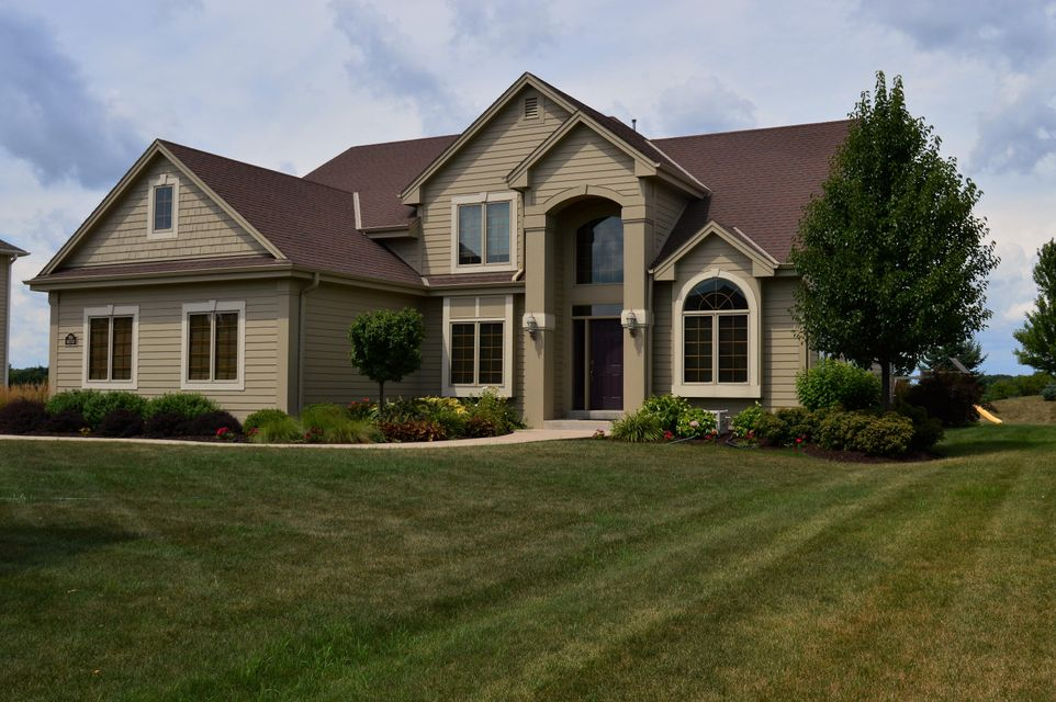 Single Family for Sale at N54w17712 Walnut Way Dr Menomonee Falls, Wisconsin 53051 United States