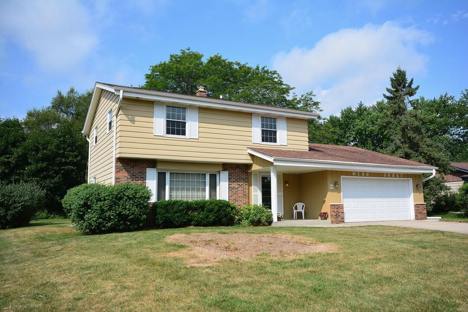 Single Family for Sale at W136s6947 Hale Park Dr Muskego, Wisconsin 53150 United States