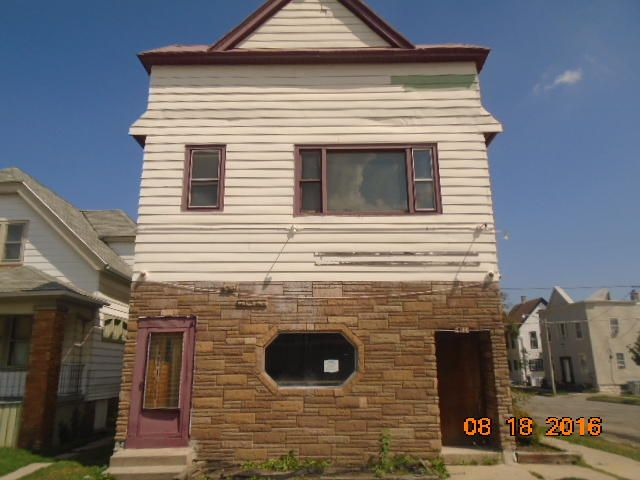 Commercial for Sale at 2178 S 18th St Milwaukee, Wisconsin 53215 United States