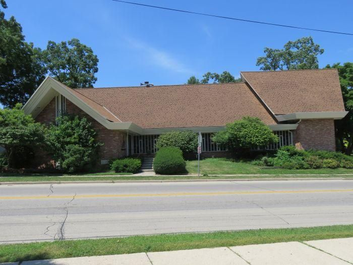 Commercial for Sale at 111 Prospect Ave Pewaukee, Wisconsin 53072 United States