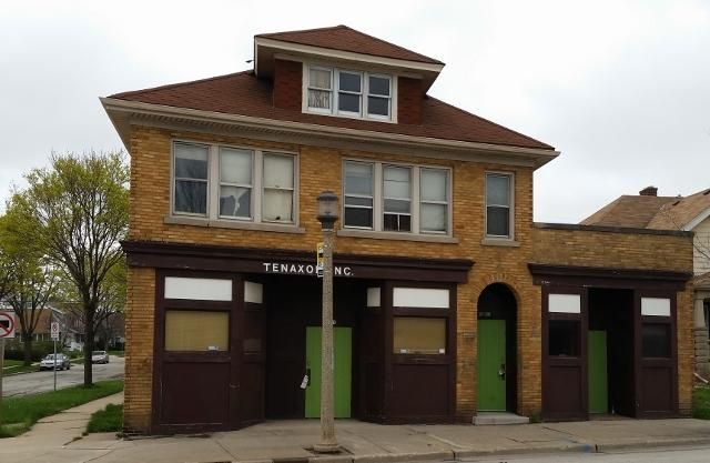 Commercial for Sale at 5801 W National Ave Milwaukee, Wisconsin 53214 United States